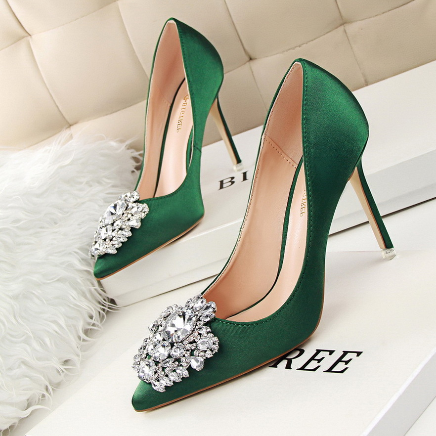 Hot 2016 cute and simple Rhinestone wedding heels sandals for girls women  vintage fashion sexy pointed toe evening sandal high heeled shoes  Valentine s ... d033e086f130